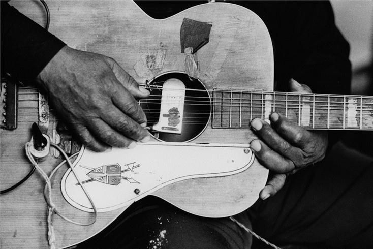 9-ти струнная гитара