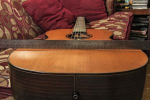 изгиб верхней деки гитары